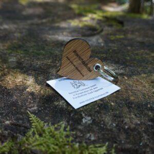 Das Bild zeigt den #renchtalliebe Schlüsselanhänger in Herzform